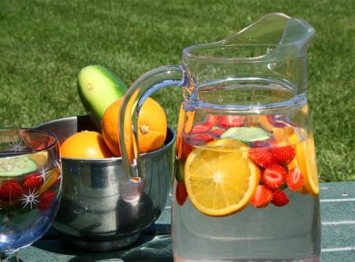 Aprenda a preparar águas aromatizadas e saborizadas.
